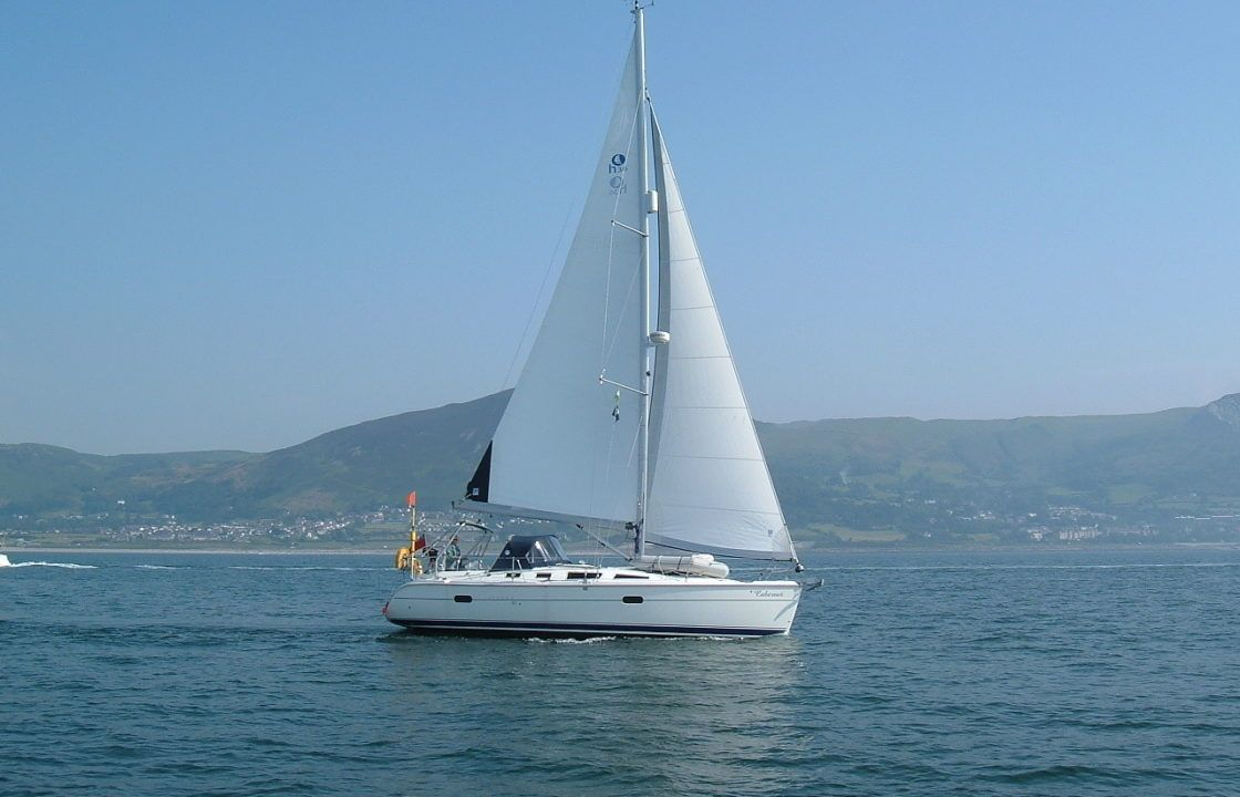 Hunter Legend 36 sailing on delivery from Folleux to Hythe